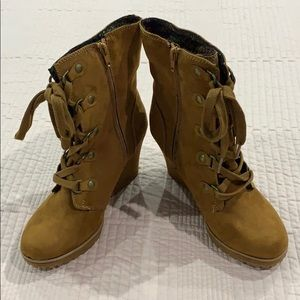 Just Fab Boots - tie up front/zippered side - sz 8